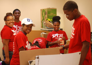 SYI students volunteer